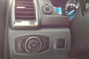 hệ thống đèn xe ford ranger 2017