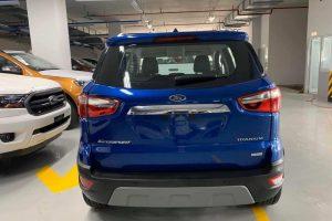 đuôi xe ford ecosport màu xanh có tại long biên ford