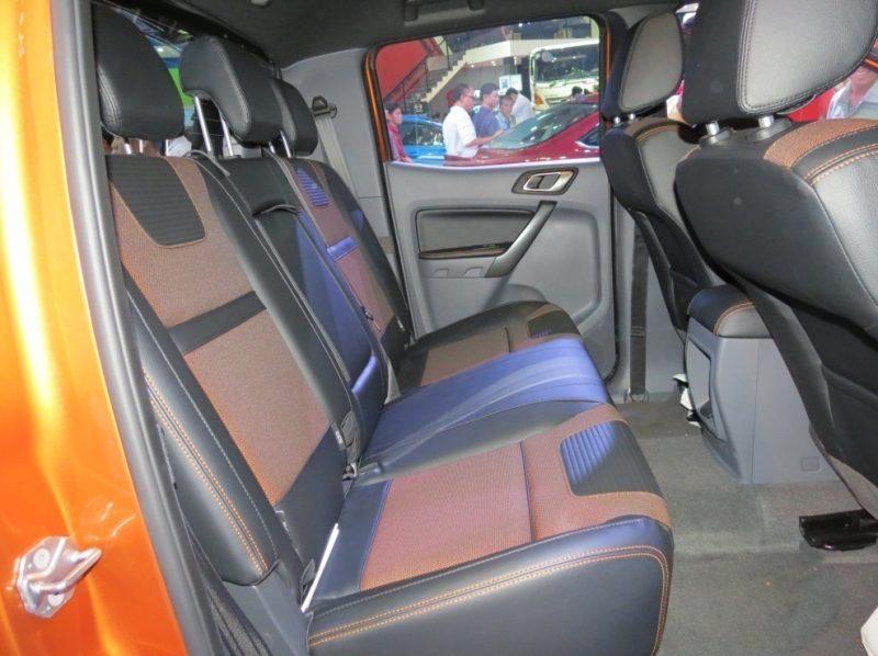 Hàng ghế thứ 2 xe Ford Ranger 2017